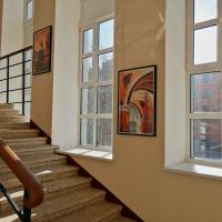 КВД 1 картины на лестнице